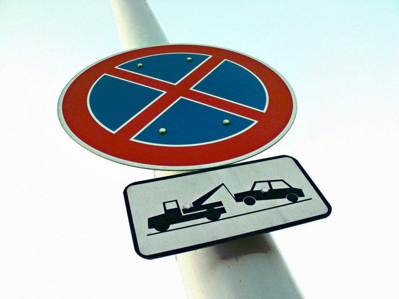 """znak """" zakaz zatrzymywania się """""""