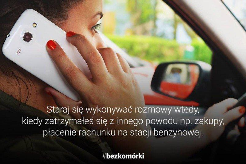 Staraj się wykonywać rozmowy wtedy, kiedy zatrzymałeś się z innego powodu np. zakupy, płacenie rachunku na stacji benzynowej.