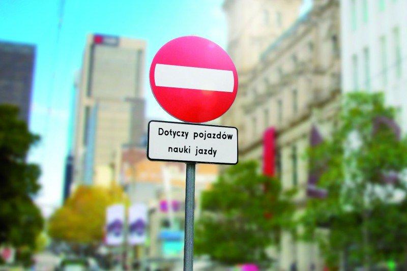 """znak """" zakaz wjazdu dotyczy pojazdów nauki jazdy """""""