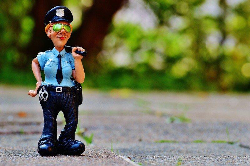 figurka policjanta