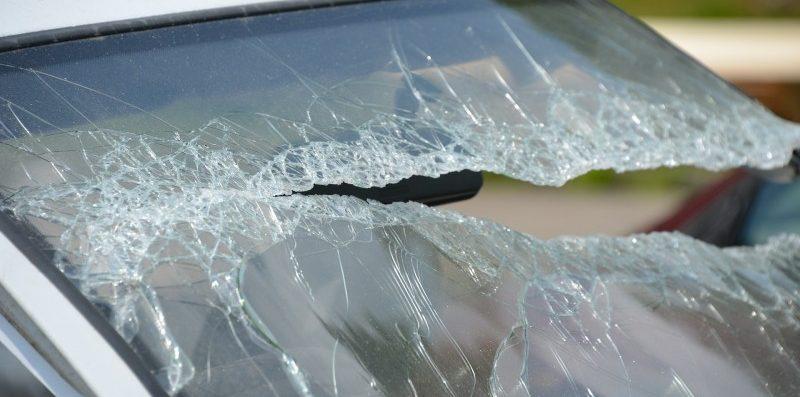 rozbitaszyba w samochodzie