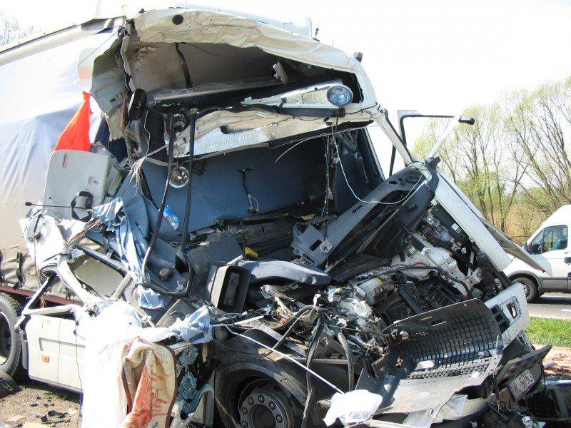wypadek, zderzenie autokaru z tirem