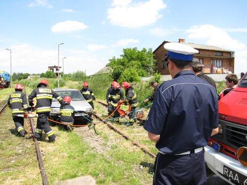 symulowany wypadek kolejowy