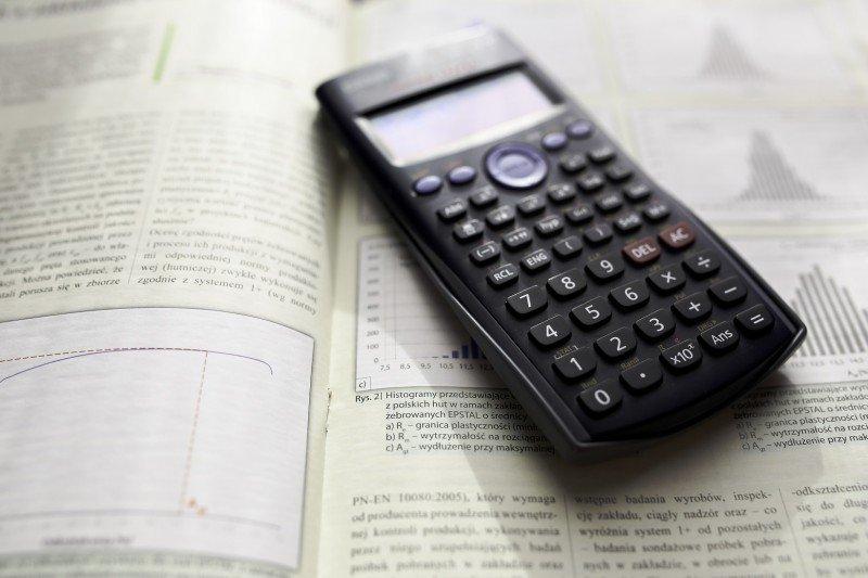 podręcznik, kalkulator