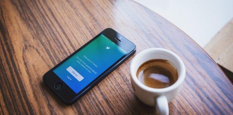 telefon komórkowy, kawa