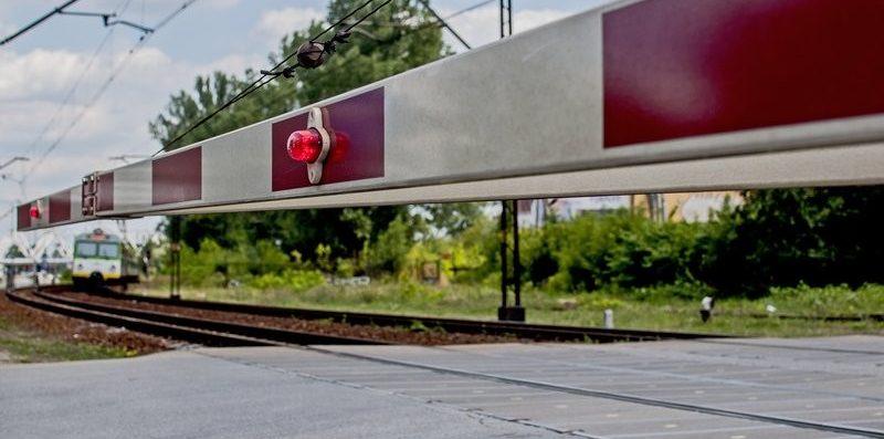 przejazd kolejowy, zamknięty szlaban